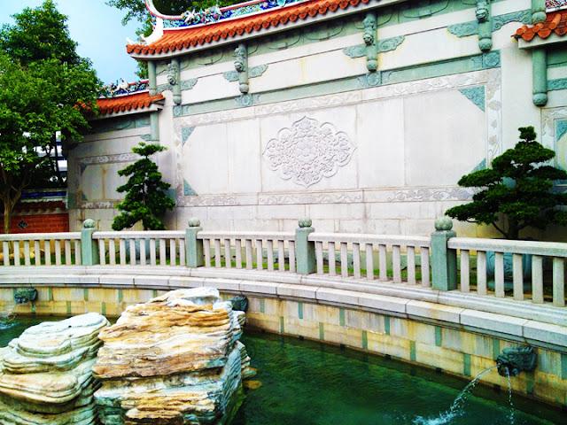 bowdywanders.com Singapore Travel Blog Philippines Photo :: Singapore :: Toa Payoh Lian Shan Shuang Lin Monastery
