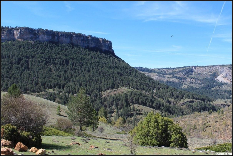 La Campana vista desde el camino a Peralejos De Las Truchas (toma 2)