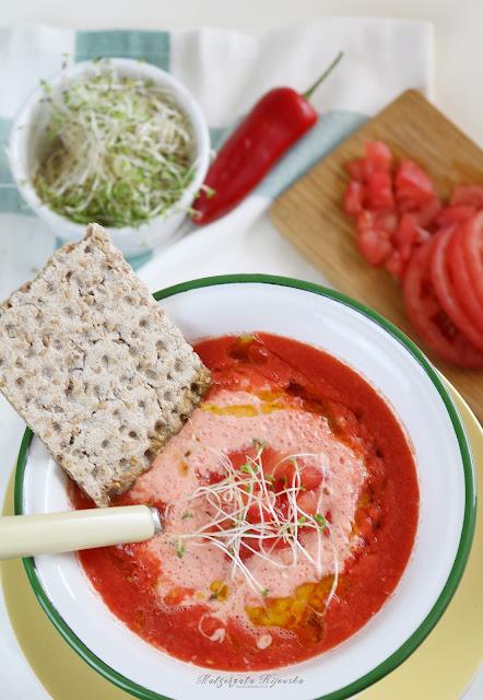 zupa na lato, co jeść w upały, chłodnik pomidorowy, chłodnik paprykowy, zupy na upalne dni, daylicooking