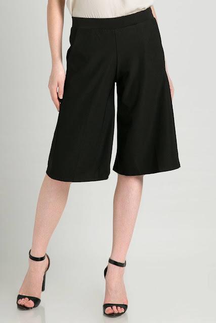 Celana Kulot Pendek Wanita Warna Hitam Klasik