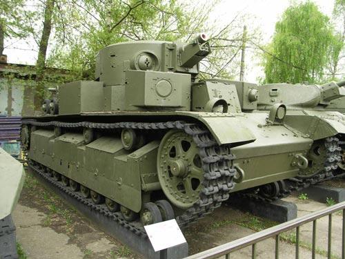 Танк Т-28 в музее в Москве