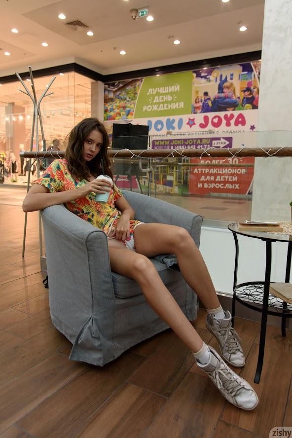 [Zishy] Disha Yudina - My Roommate Can Model