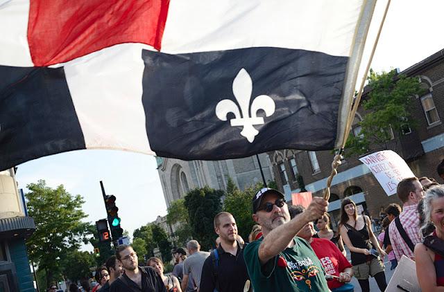 Fusion de casseroles (rue St-Denis), 100ième manifestation nocturne, 1er août 2012, Montréal [photos David Champagne]