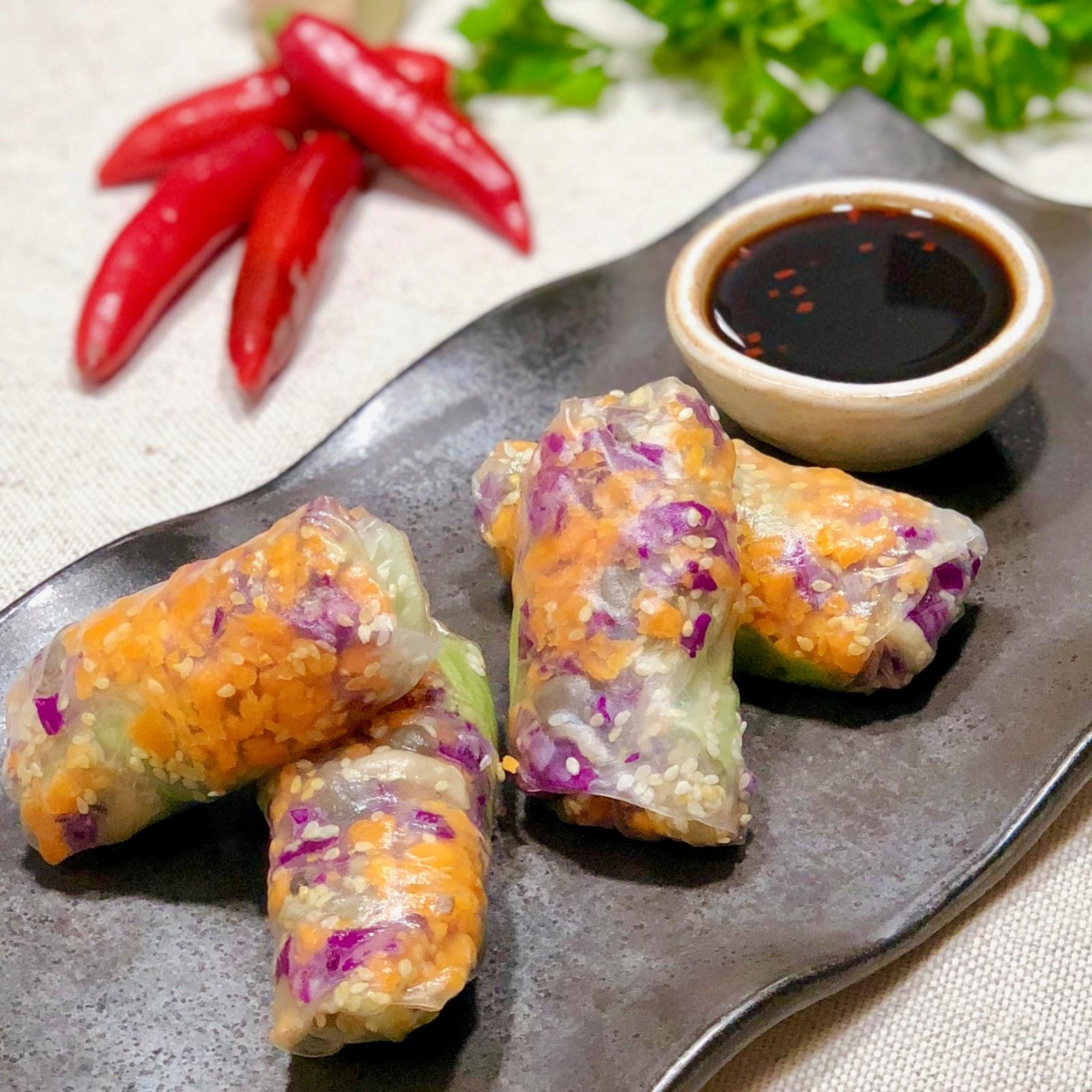 Rolinho vegetariano ao molho thai