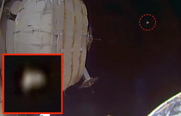 UFO News ~ UFO Seen Near Space Station and MORE Space%2Bstation%252C%2BUFO%252C%2BUFOs%252C%2Bsighting%252C%2Bsightings%252C%2BClinton%252C%2Bobama%252C%2Blazar%252C%2Bbob%252C%2Bhackers%252C%2BCIA%252C%2BBigelow%252C%2Busaf%252C%2Bspecies%252C%2Bpluto%252C%2Bspace%252C%2Bsky%252C%2Bhunter%252C%2Bwth%252C%2B231