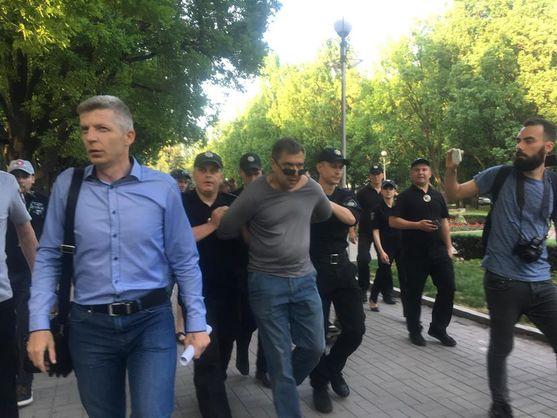 У Запоріжжі на акції за права ЛГБТ нападник кинув у натовп петарду, постраждав поліцейський