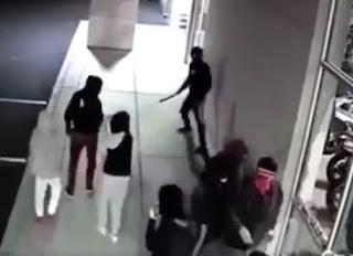شاهد بالفيديو سرقة  مجموعة من درجات