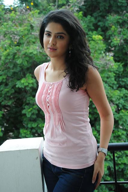 Deeksha seth hot telugu actress