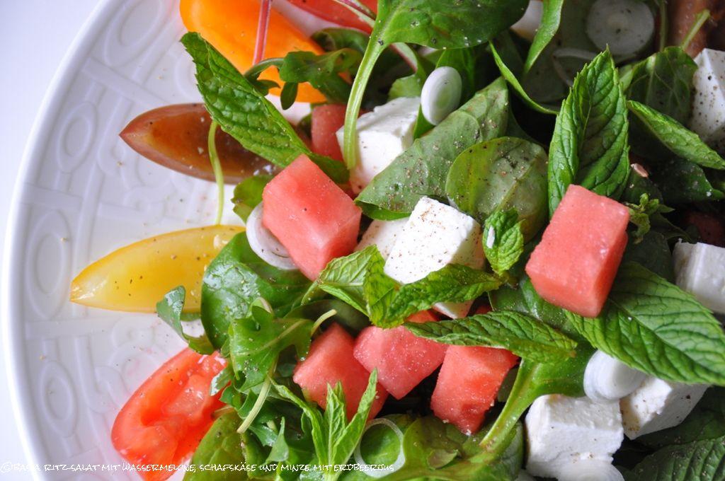 basias feinschmekka salat mit wassermelone schafsk se minze mit erdbeerjus. Black Bedroom Furniture Sets. Home Design Ideas