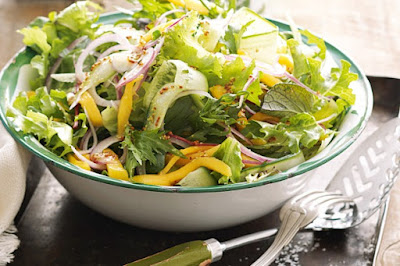 Green salad with mango recipe
