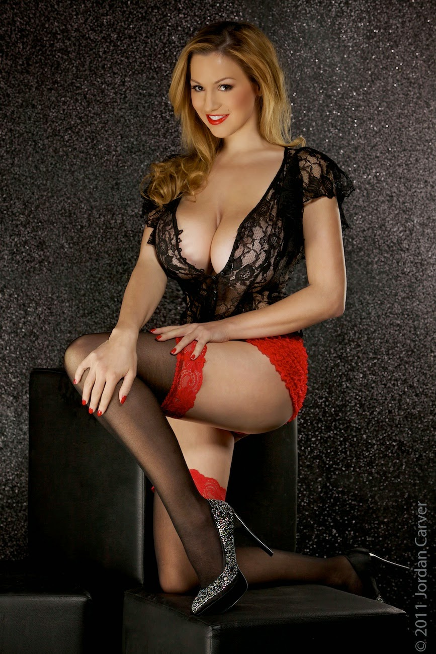 Jordan Carver Hot Exposed Big Round Boobs For Kodak -7128