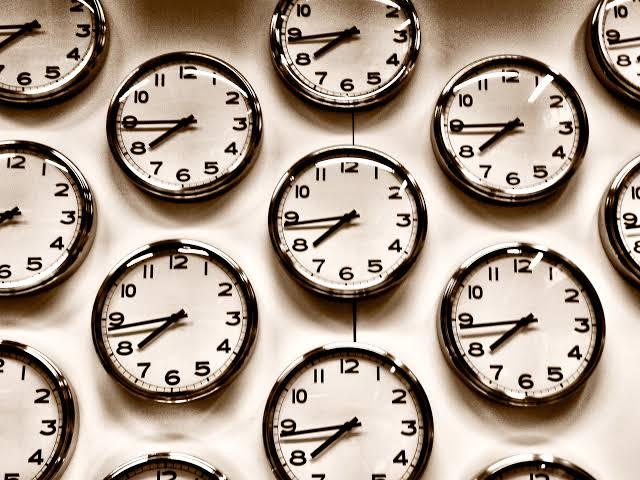 rel%25C3%25B3gios - GRAMMAR TIME #003 - CONCRETE NOUNS