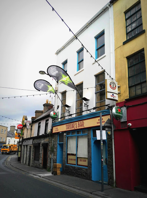 Shops and pus in Galway