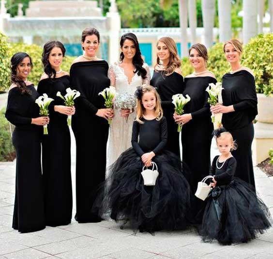 Madrinhas e damas de honra de preto em casamento foto