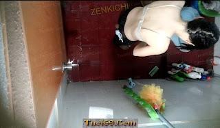 Chụp lén chị nhỏ bạn tắm truồng, Xin lỗi nhé bạn :D