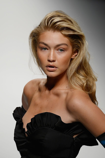 Gigi Hadid Hot Post
