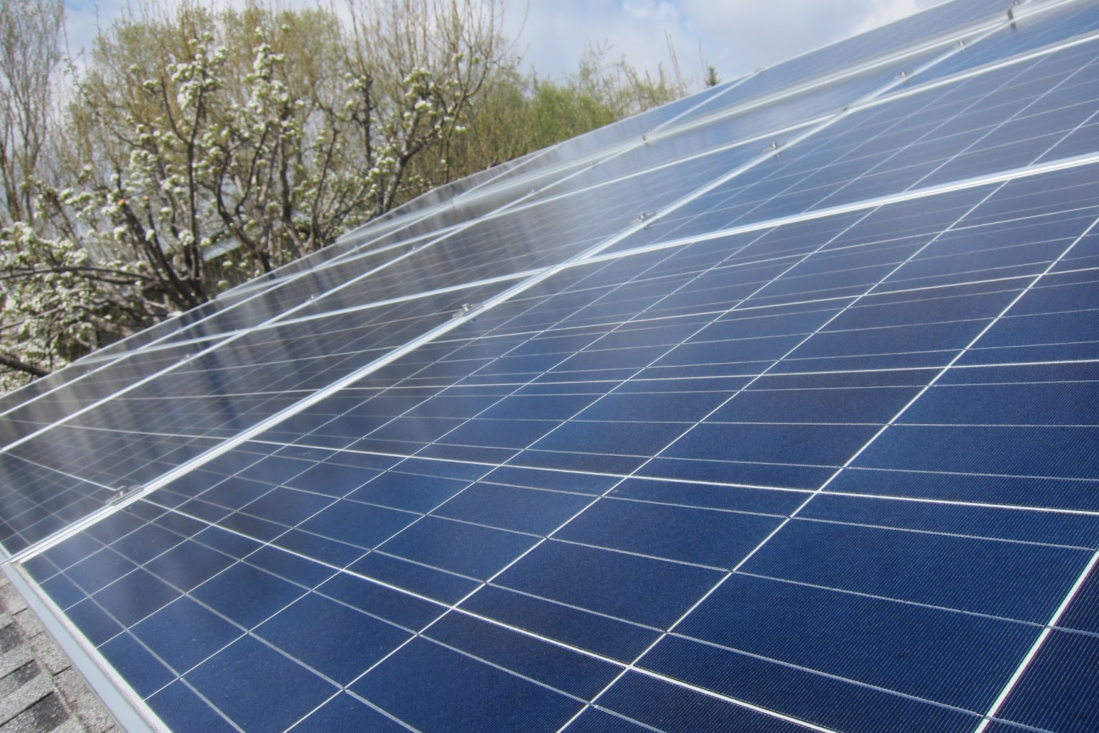 here s a first my hubby lee is today s guest moodler here to tell you about our 24 panel solar installation