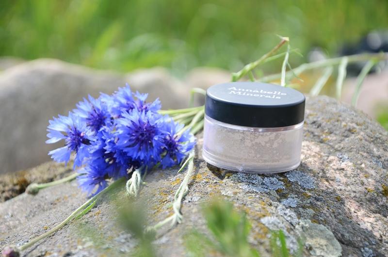 Gdy makijaż jest czymś więcej... | Annabelle Minerals mineralny podkład matujący