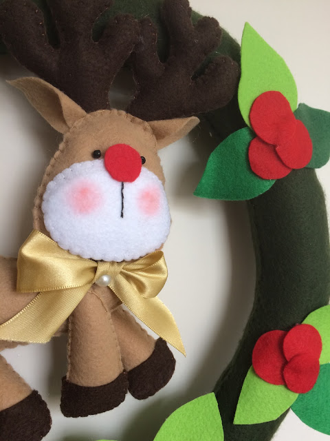 Como fazer uma guirlanda em feltro de Natal com tema de Rena