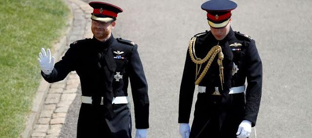 Ο γαμπρός Harry εφτασε στο παρεκκλήσι του Αγίου Γεωργίου με τον πρίγκιπα William