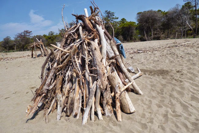Cabanas típicas da praia do Parco dell'Uccellina