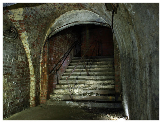 Manchester Victoria Arches, urbex, 28 days later, abandoned, derelict, haunted, below manchester, tunnels, cathedral steps, air raid shelter, ww2, toilets,