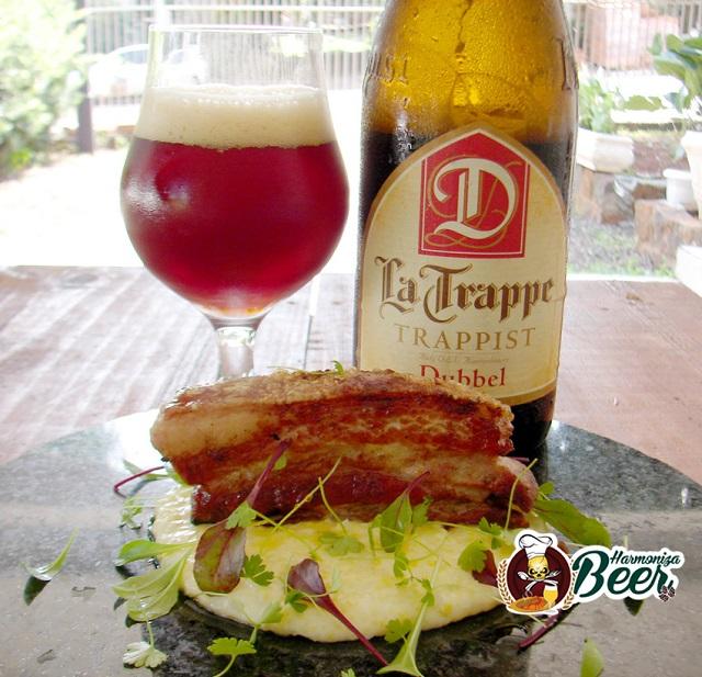Cerveja La Trappe Dubbel harmonizada com pancetta na brasa com canjiquinha finalizada com cream cheese