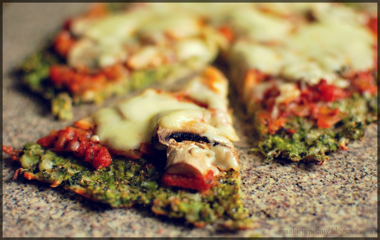 Pizza na spodzie z brokuła