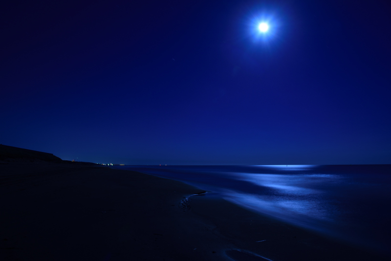 石川県の海で撮影した月光写真