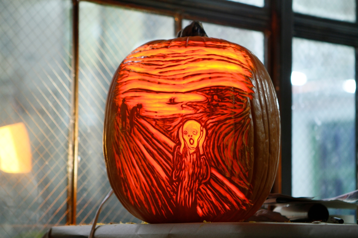 13-The-Scream-Edvard-Munch-Maniac-Pumpkin-Carvers-Introduce-Halloween-www-designstack-co