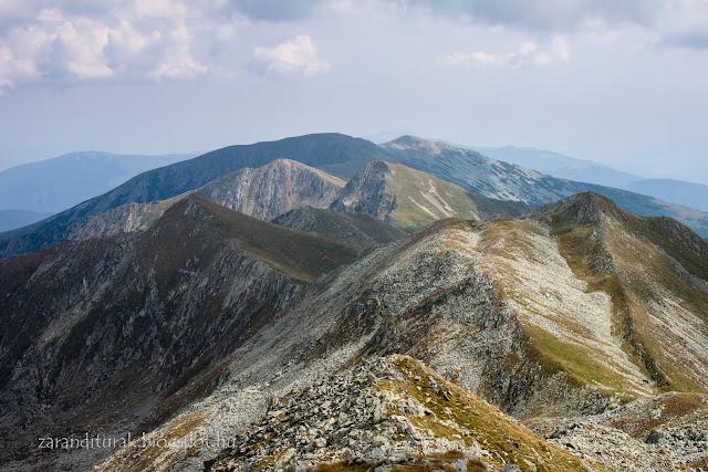 A Kusztura gerinc folytatása a Retyezát-hegységben