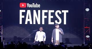 Penampilan Bayu Skak & Raditya Dika Makan Belalang di YouTube FanFest Indonesia 2017