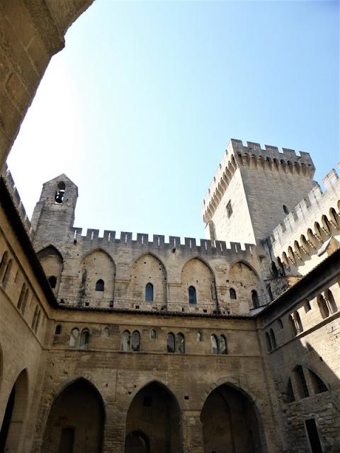 Claustro de Benedicto XII del Palacio Papal de Aviñón