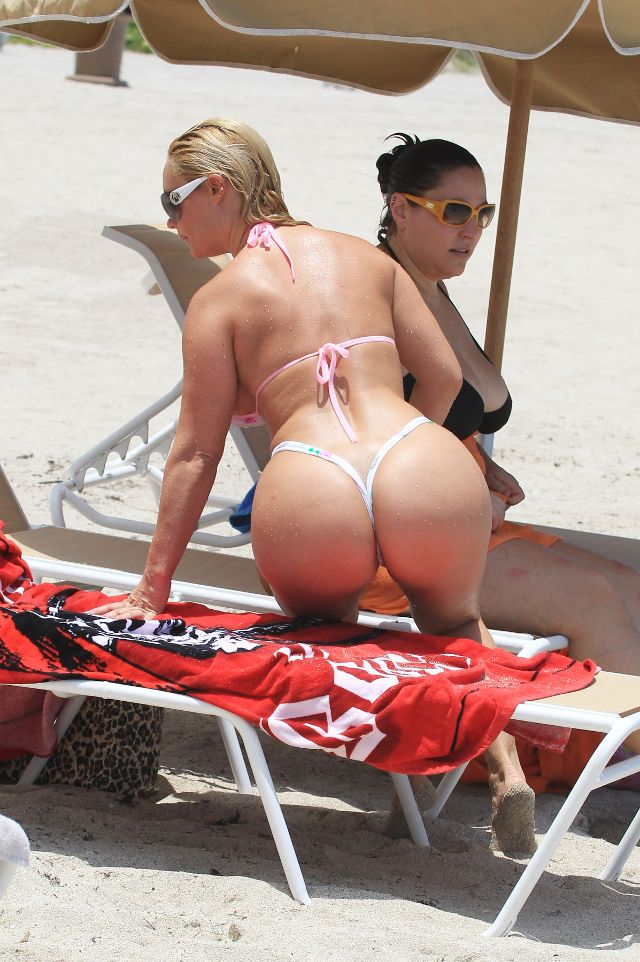 Coco Flaunts In Bikini At Miami Beach -9619