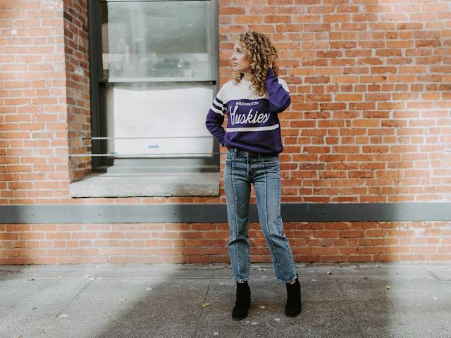 university of washington vintage style sweater