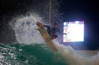 wavegarden cove night surfing 06 Kai