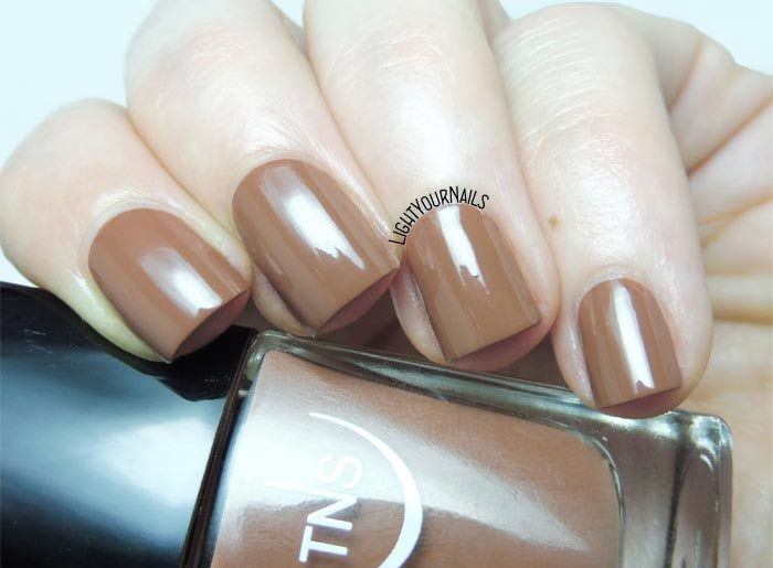 Smalto marrone nocciola TNS Cosmetics Firenze 555 Gea (Divina Terra) chestnut brown nail polish #tnscosmetics #tnsfirenze #unghie #nails #lightyournails