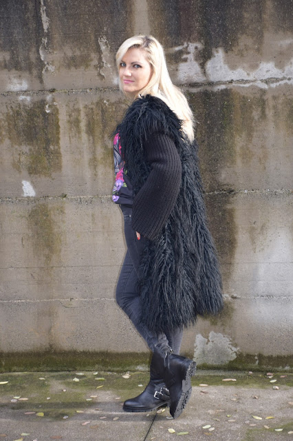 faux fur coat black faux fur coat how to wear faux fur coat outfits winter outfits fashion bloggers italy italian web influencer mariafelicia magno color block by felym fashion bloggers