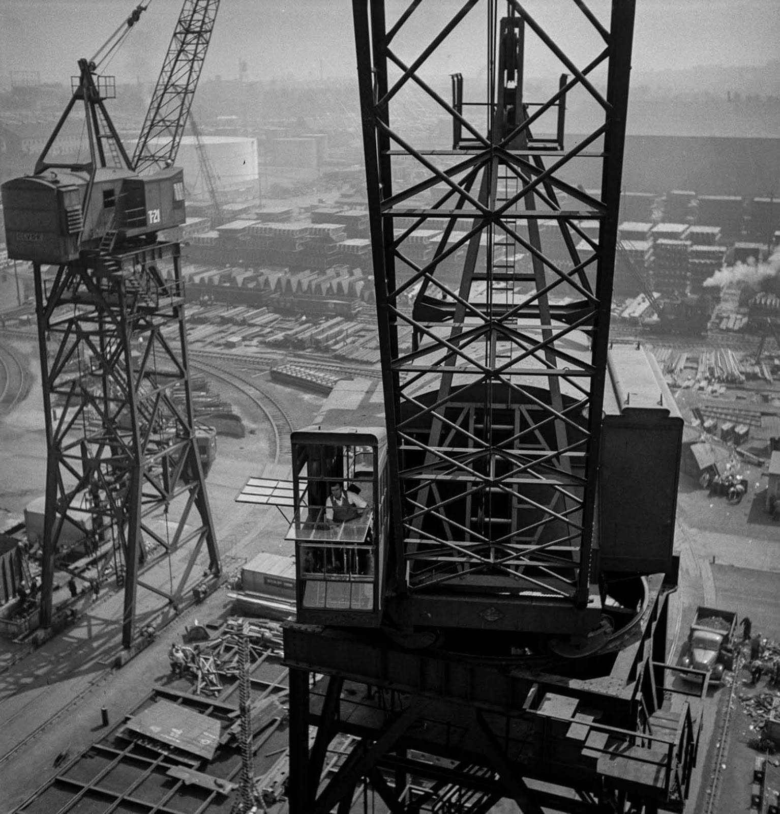 The crane and a view on the shipyard.