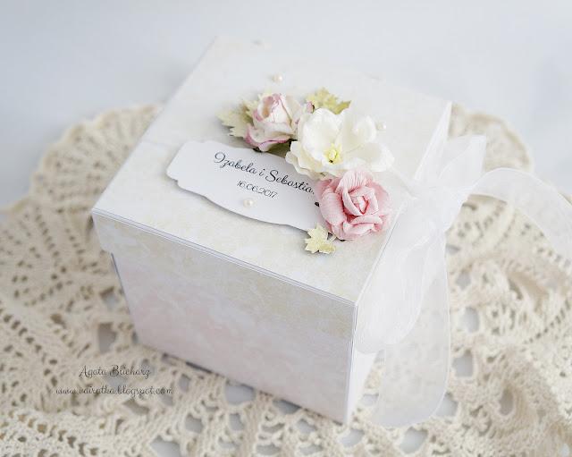 Tort w pudrowym różu
