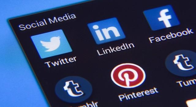 Berdo'a Kok Di Sosial Media