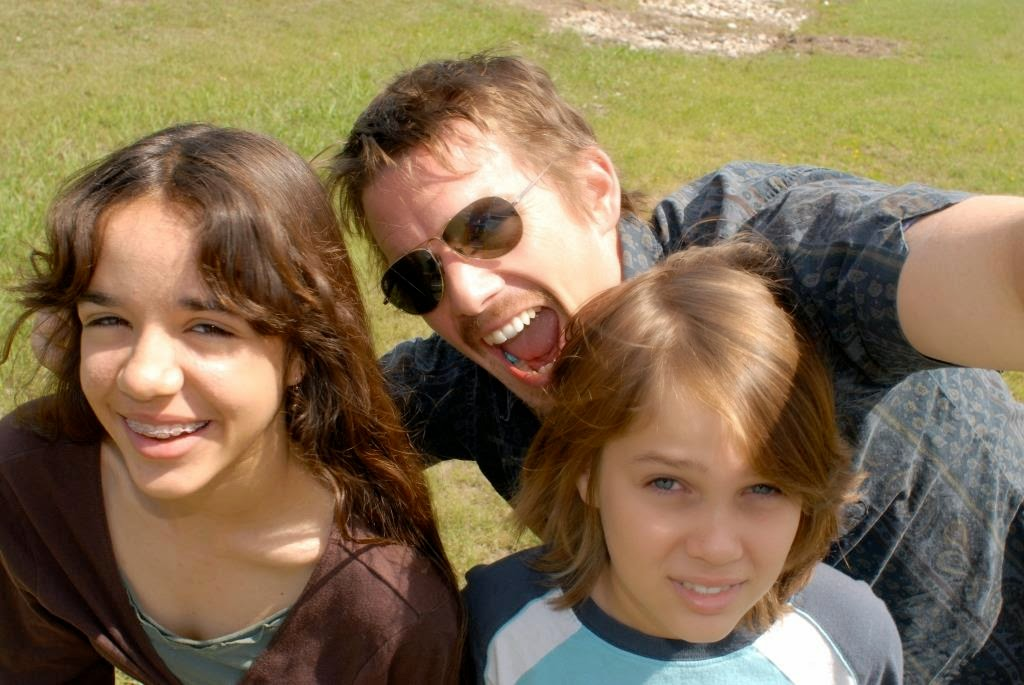 Mason Sr (played by Ethan Hawke) with Samantha (Lorelei Linklater) and Mason Jr (Ellar Coltrane) in Boyhood, Directed by Richard Linklater