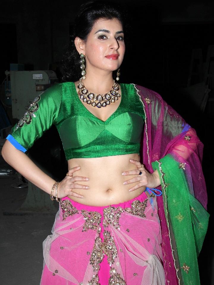 Archana Veda Deep Navel Hip Show In Pink Saree