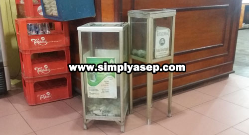 Two Mosque Charity Money Box I came across last night when I went for dinner at one of Padangnese restaurants in Pontianak.