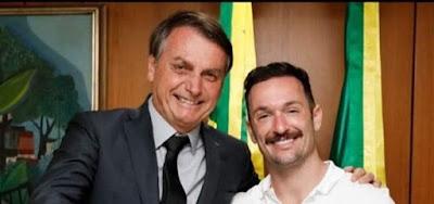 Diego Hypólito posar para foto com Jair Bolsonaro