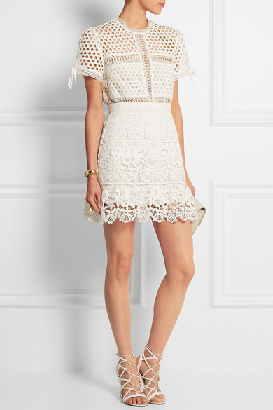 http://www.net-a-porter.com/es/en/product/585141/Self_Portrait/guipure-lace-mini-skirt
