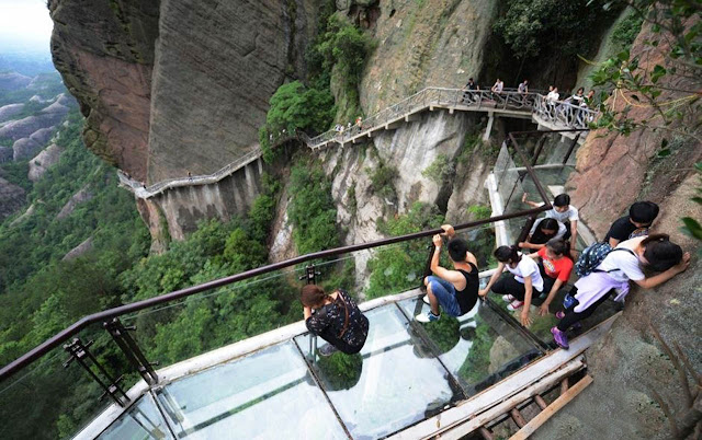 Passarela de vidro mais alta do mundo - Tianmen - China