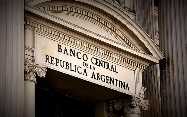 El BCRA presenta un novedoso sistema para reducir las operaciones con dinero en efectivo y bajar la inflación