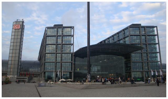 Dicas práticas para viajar de trem e ônibus na Alemanha - Berlin Hauptbahnhof