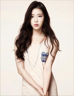 IU Dianggap Tak Pantas Bersama Kim Soo Hyun